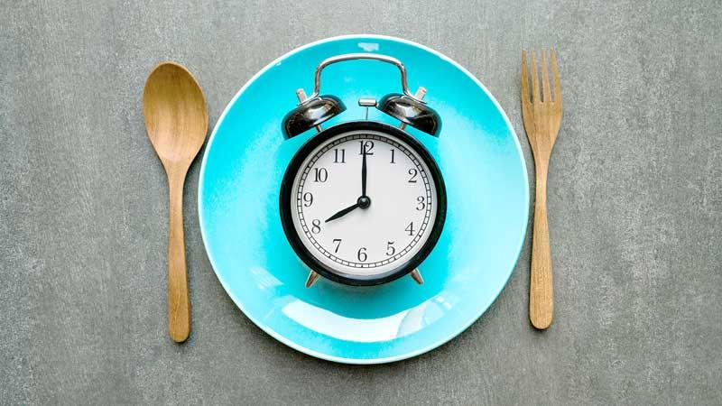 διαλείπουσα νηστεία - Intermittent fasting